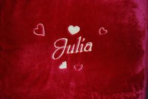 Kuscheldecke mit Herzen und Namen bestickt 150 x 200 cm, rot